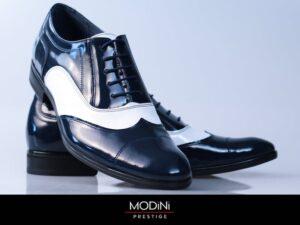 Eleganckie dwukolorowe buty do garnituru.