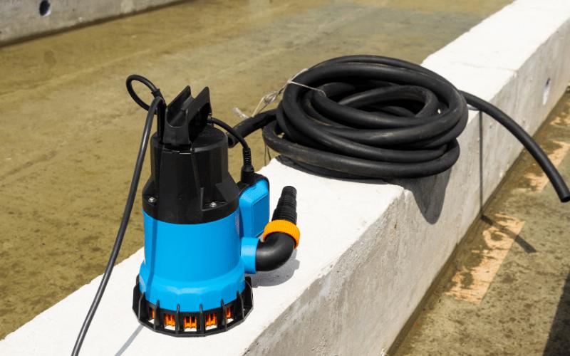 Czym jest pompa głębinowa i jaki zbiornik wybrać?